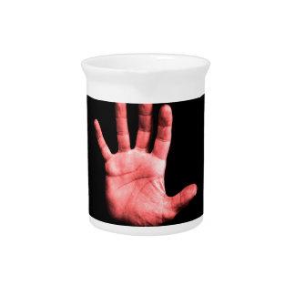 Rote Hand Getränke Pitcher