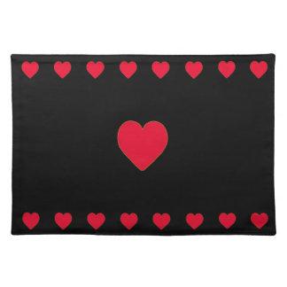Rote Herzen auf schwarzem Hintergrund Stofftischset