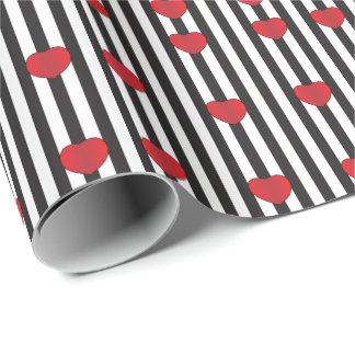 Rote Herzen auf Schwarzweiss-Streifen Geschenkpapier