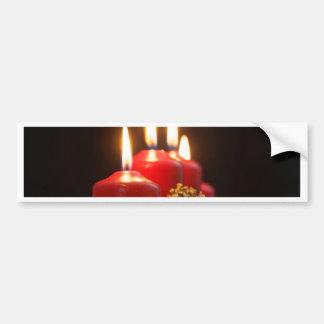 Rote Kerzen einer Einführung winden mit Autoaufkleber