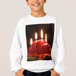 Rote Kerzen einer Einführung winden mit Sweatshirt