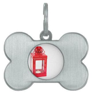 Rote Laterne mit brennendem tealight auf Weiß Tiermarke