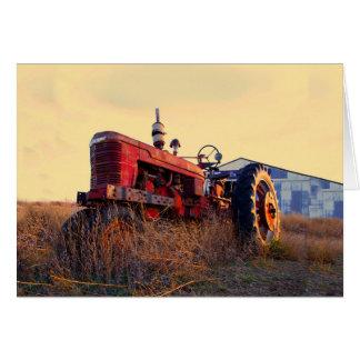rote Maschine des alten Traktors Vintag Karte