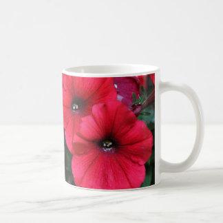 Rote Petunie-Blumen Kaffeetasse