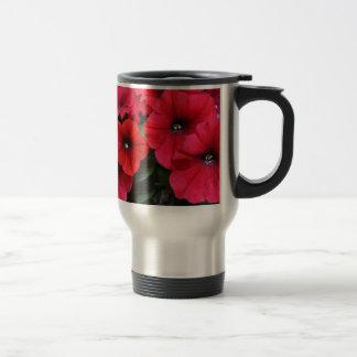 Rote Petunie-Blumen Reisebecher