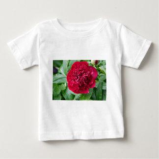 Rote Pfingstrosen-Blume Baby T-shirt