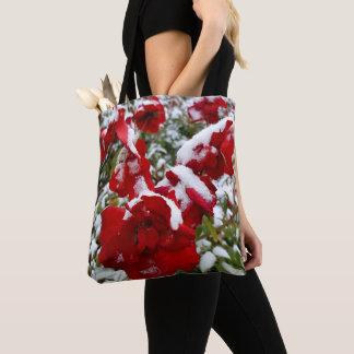 Rote Rosen abgedeckt durch Schnee und Raureif Tasche