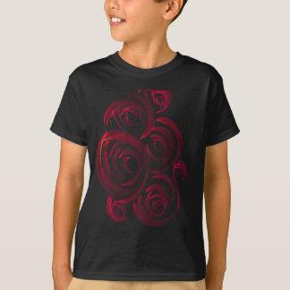 Rote Rosen in der Dunkelheit T-Shirt