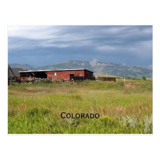 rote Scheune auf einem Colorado-Grasland Postkarte