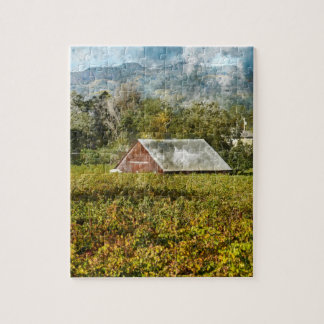 Rote Scheune in einem Weinberg Puzzle