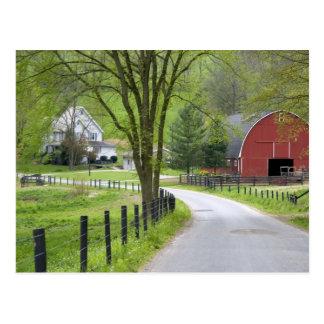 Rote Scheune und Bauernhof bringen nahe Berlin, Postkarte