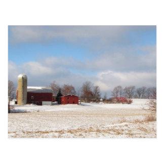 Rote Scheunen im Winter Postkarte