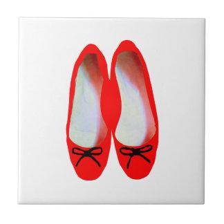 Rote Schuhe Fliese