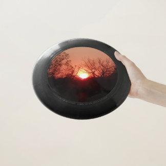 Rote Sonnenuntergang-Silhouette Wham-O Frisbee
