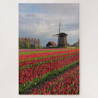 Rote Tulpen und eine Windmühle Puzzle