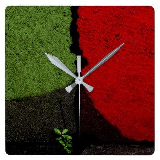 Rote und grüne Plasterungs-Straßen-Farbe Quadratische Wanduhr