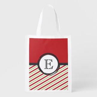 Rote und grüne Streifen mit einem Monogramm in Wiederverwendbare Einkaufstasche