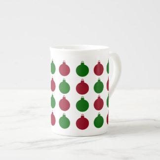 Rote und grüne Weihnachtsverzierungen Porzellantasse