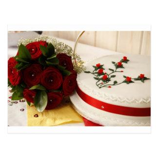 Rote und weiße Hochzeitstorte Postkarte