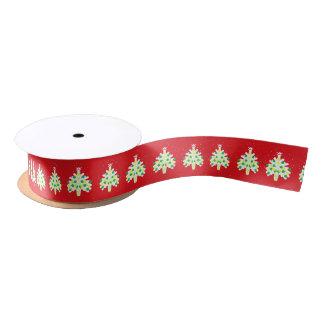 Rote und weiße Weihnachtsbäume mit Neonflitter Satinband