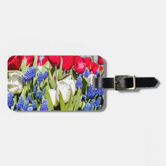 Rote weiße blaue Blumen in der Frühlingsjahreszeit Gepäckanhänger