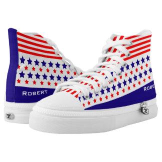Rote weiße blaue Linien und Hoch-geschnittene Sneaker
