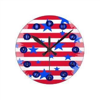 Rote weiße blaue Stern-Streifen patriotische Runde Wanduhr