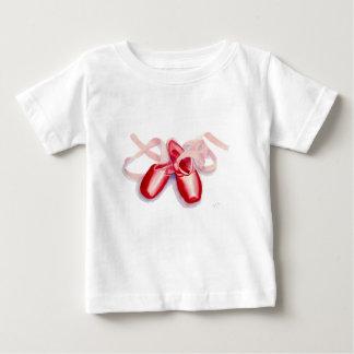 Rote Zehe-Schuhe Baby T-shirt