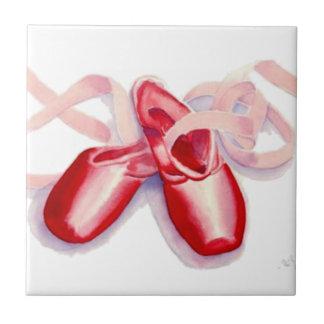 Rote Zehe-Schuhe Keramikfliese