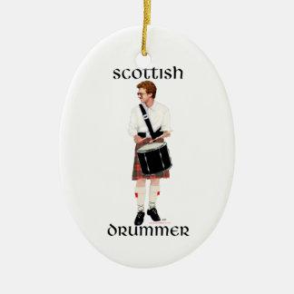 Roter behaarter schottischer Schlagzeuger Keramik Ornament
