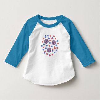 Roter blauer Ball-Kleinkindraglan-T - Shirt
