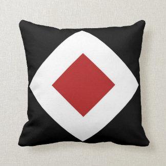 Roter Diamant, mutige weiße Grenze auf Schwarzem Kissen
