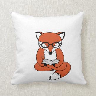 roter Fuchs liest Buch Kissen