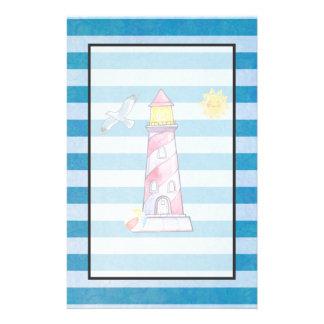 Roter gestreifter Aquarell-Leuchtturm auf blauen Briefpapier