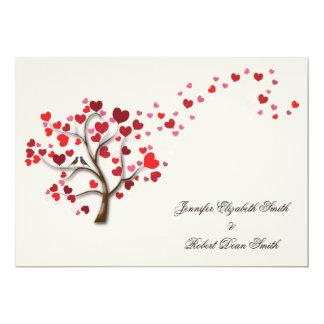 Roter Herz-Baum auf Elfenbein-Hochzeit Individuelle Ankündigungen