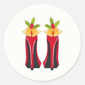 Roter hoher Heels mit Weihnachten Bell Runder Aufkleber