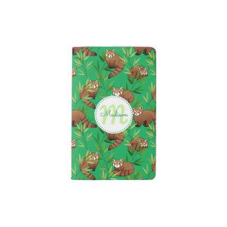 Roter Panda-u. Bambus-Blätter Muster u. Monogramm Moleskine Taschennotizbuch