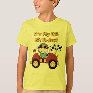 Roter Rennwagen-5. Geburtstags-T-Shirts und T-Shirt