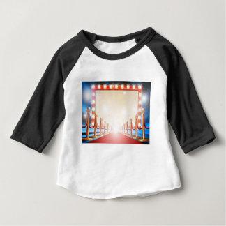 Roter Teppich-Glühlampe-Zeichen Baby T-shirt