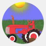 Roter Traktor mit der Fischerei Pole durch Runder Aufkleber