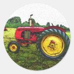 Roter und gelber Ackerschlepper Runder Sticker