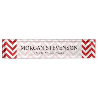 Roter und weißer Zickzack Stripes Zickzack Muster Namensplakette