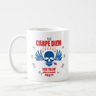 Rotes blaues Vintages Retro Carpe Diem. Ergreifen Kaffeetasse