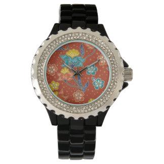 Rotes exotisches indonesisches Blumenbatikmuster Uhr