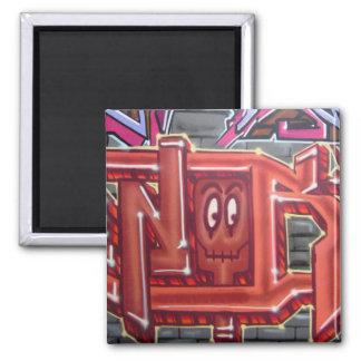 Rotes Graffitigesicht Quadratischer Magnet