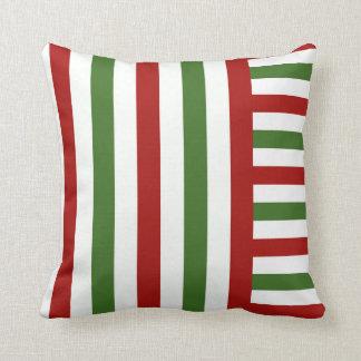 Rotes, grünes und weißes Streifen-Weihnachtskissen Kissen