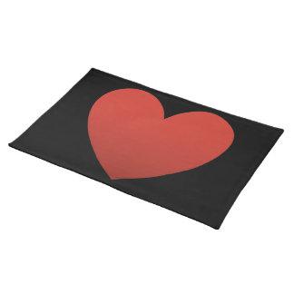 Rotes Herz auf Schwarzem Tischset