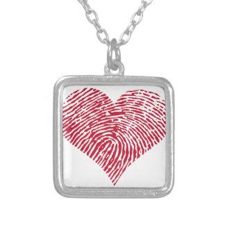 Rotes Herz mit Fingerabdruckmuster Versilberte Kette