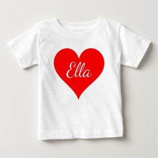 """Rotes Herz mit kundengerechtem Namen "" Baby T-shirt"