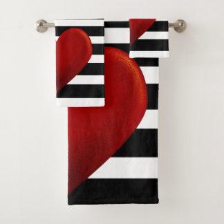 Rotes Herz-Schwarz-weiße Streifen Badhandtuch Set